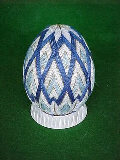 One of the Temari Eggs I had done when I was teaching. Egg Crafts, Yarn Crafts, Easter Crafts, Arts And Crafts, Japanese Embroidery, Japanese Fabric, Japanese Art, Temari Patterns, Quilted Christmas Ornaments