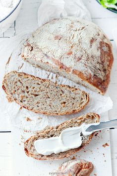 No knead dark bread made with Guinness (original page is in Polish but Google/Chrome will translate).