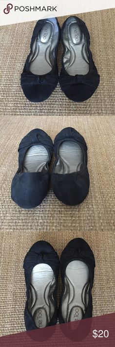 Me Too Black Suede Flats Size 7 Me Too Black Suede Flats Size 7 Me Too Shoes Flats & Loafers