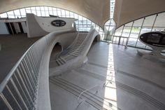 Galería - El fotógrafo Max Touhey nos entrega una particular visión del interior del TWA Flight Center de Eero Saarinen - 2