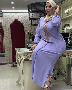 Muslim Women Fashion, Curvy Women Fashion, Girl Fashion, Beautiful Arab Women, Beautiful Hijab, Arab Girls Hijab, Girl Hijab, Desi Girl Image, Curvy Girl Outfits