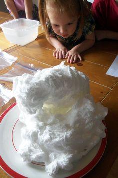 ふわふわ雲のせっけん!! こんな、せっけん見たことない!? 綿あめよりは、雲みたいなせっけん!! 触ってみると、ふわふわ♪ 作ってみると、子供がビックリ!仰天!! とっても不思議な雲せっけん!! 一体どうなっているんだろう? じつは作り方は...