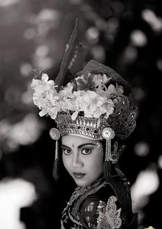 Beauty Balinese dancer Balinese, Dancer, Cosplay, Culture, Poses, Fashion Outfits, Black And White, Inspired, Makeup