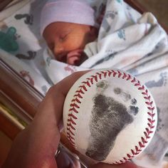 Baby footprint on baseball ❤️ it! Baby footprint on baseball ❤️ it! Baby Boy Baseball, Sports Baby, Baseball Cleats, Baby Shower Baseball, Baseball Gender Reveal, Baseball Nursery, Baseball Socks, Baseball Party, Baseball Baby Pictures