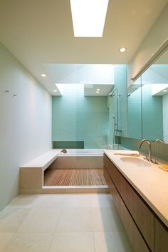 On an overcast day, a soft wash of zenithal light cascades across the surrounding walls, as in the back of this shower.