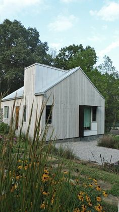 timber clad barn style home chimney cladding Modern Barn, Modern Farmhouse, Timber Cladding, Shed Homes, Modern House Design, Exterior Design, Future House, Building A House, Architecture Design