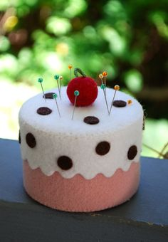 Artículos similares a Tea Party Wool Pin Cushion Kit en Etsy Diy Gifts For Kids, Diy For Kids, Crafts To Sell, Diy And Crafts, Felt Cake, Felt Food, Sewing Accessories, Homemade Crafts, Diy Kits