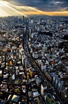 """Light at the end of the highway"" (2010). Roppongi 6 Chome, Tokyo, Japan. Photo by 'Swiftblue' (flickr)"