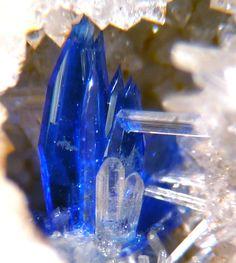Linarite with Cerussite 7.BC.65 PbCu(SO4)(OH)2 7: Sulfaten (Selenate, Tellurate, Chromate, Molybdate, Wolframate) B: Sulfaten (Selenate, etc.) mit zusätzlichen Anionen, ohne H 2 O C: Mit mittelgroßen und großen Kationen
