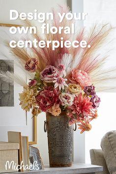 Flower Arrangements Simple, Floral Centerpieces, Flower Vases, Frame Crafts, Diy Crafts, Flower Decorations, Gold Decorations, Flower Crafts, Paper Flowers
