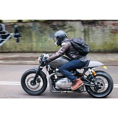 Wenley of @meanmachinescustoms on a recent Triumph Bonneville build. If you're not following @_jaymac_ you're missing out on all the action over in Australia.