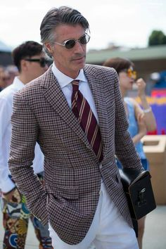 10 Things to Take Notice of at Pitti Uomo 88 (Classic Menswear) – Parisian Gentleman Outfits Casual, Mode Outfits, Gq, Style Masculin, Mens Fashion Blog, Style Fashion, Checked Blazer, Gentleman Style, True Gentleman
