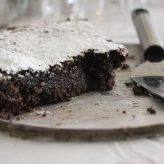 This recipe is adapted from an Israely baking cookbook by Hanna Shaulov. Its a combination between poppy seed and chocolate and a heaven for poppy seed lovers. I make it every year between Purim and passover, when fresh poppyseeds are at their best. Vegan Dessert Recipes, Easy Desserts, Gourmet Recipes, Cake Recipes, Snack Recipes, Passover Recipes, Jewish Recipes, Snacks, Poppy Seed Dessert