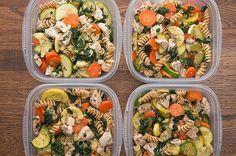 Meal-Prep Garlic Chicken And Veggie Pasta Bri. Meal-Prep Garlic Chicken And Veggie Pasta Make This Garlic Chicken And Veggie Pasta For An Easy Meal-Prep Dish Veggie Pasta Recipes, Lunch Recipes, Healthy Recipes, Keto Recipes, Meal Prep Recipes, Chicken And Kale Recipes, Yummy Recipes, Dinner Recipes, Cooking Recipes
