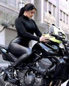 Lady Biker, Biker Girl, Biker Chick Outfit, Motard Sexy, Hot Country Girls, Motorbike Girl, Scooter Girl, Car Girls, Sexy Cars