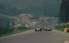 1962, XXII Grand Prix de Belgique. Spa Francorchamps. The cars climbs the Kemmel to Les Combes. Photo Sigurd Reilbach
