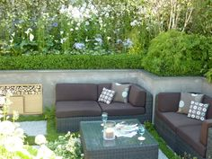 kate-gould-garden...I could get reALLy cozy right here and entertain to the nines!<3