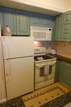 Living/Kitchen/Dining Space at Kidani Village at Disney\'s Animal ...