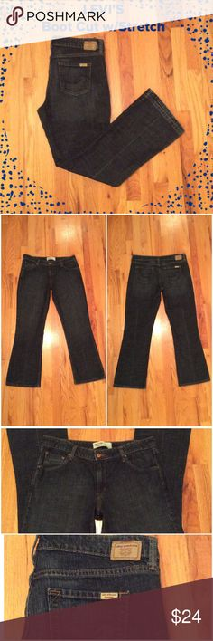 """Levi's Boot Cut Excellent Condition!!!  Boot cut with Stretch. Measures 29"""" inseam, 10"""" rise and laying flat waist measures 17.5"""". Size 12 Misses (short) Levi's Jeans Boot Cut"""