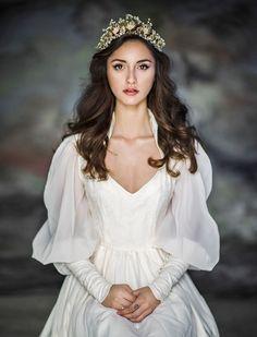 New photography fantasy princess fairytale Ideas Princess Wedding Dresses, New Wedding Dresses, Bridal Dresses, Hair Wedding, Snow White Wedding Dress, Renaissance Wedding Dresses, White Princess Dress, Fantasy Wedding Dresses, Cinderella Wedding