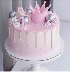 What is a Funfetti Cake? It's a moist vanilla cake with extra sprinkles and topped with pink ganache Pear And Almond Cake, Almond Cakes, Cute Birthday Cakes, Beautiful Birthday Cakes, Little Girl Birthday Cakes, Moist Vanilla Cake, Funfetti Cake, Birthday Cake Decorating, Drip Cakes