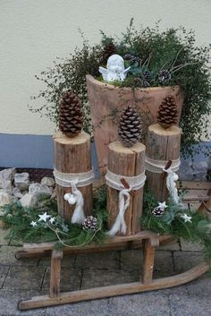 29 The Best Christmas Garden Decorations You Need To Try This Year - Dekoration Style Outdoor Christmas, Rustic Christmas, Christmas Time, Christmas Crafts, Christmas Ornaments, Natural Christmas, Christmas Candles, Thanksgiving Crafts, Christmas Wreaths