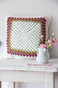Crochet cushion cover. simple granny square.