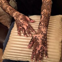 Explore latest Mehndi Designs images in 2019 on Happy Shappy. Mehendi design is also known as the heena design or henna patterns worldwide. We are here with the best mehndi designs images from worldwide. Khafif Mehndi Design, Stylish Mehndi Designs, Mehndi Designs 2018, Mehndi Design Pictures, Wedding Mehndi Designs, Beautiful Henna Designs, Henna Tattoo Designs, Mehandi Designs, Hena Designs