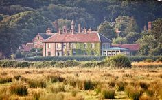 A London Tourist Guide. You Don't Need A Travel Agent To Pick A Great London Hotel. A great hotel turns your vacation into a fantasy. Norfolk Beach, Norfolk Coast, Norfolk England, London Tourist Guide, Beach Honeymoon Destinations, Hotel Safe, Coast Hotels, Just Dream, Great Hotel