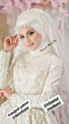 Muslimah Wedding Dress, Pakistani Wedding Dresses, Bridal Dresses, Bridesmaid Dresses, Dress Style Pakistani, Hijab Style Dress, Wedding Bride, Wedding Gowns, Wedding Hijab Styles