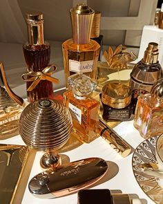 Perfume Scents, Perfume Collection, Smell Good, Spa Day, Face And Body, Natural Makeup, Beauty Makeup, Girly, Feminine