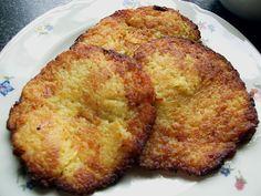 Duitse aardappelpannenkoek. Dit kleine aardappelpannenkoekje smaakt goed bij de warme maaltijd. maar ook als tussendoortje is het heerlijk. In duitsland noemen ze dit pannenkoekje 'Reibekuchen'.