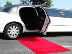 What Is Limousine Service? What to normally expect from Limousine Services? We discuss all there is to know about limousine services and what you can use these services for. You do not have to be part of the rich and famous to enjoy this luxurious service. Want to impress your corporate clients or just want to enjoy a night on the town with your friends? Get the limo service that suits your needs. http://www.montreal-limousines.ca