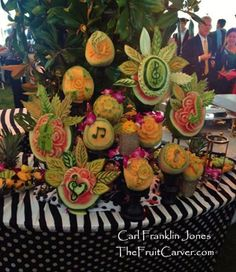 Amazing musical fruit carvings by Carl-Jones. See more here: http://www.vegetablefruitcarving.com/blog/amazing-musical-fruit-carvings/