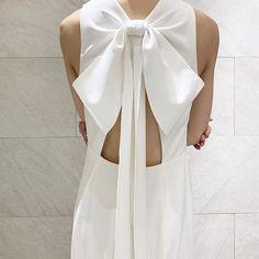 Beautiful big bow on designer wedding dress by Amsale. Couture Wedding Gowns, Designer Wedding Gowns, Bridal Gowns, Wedding Dresses Photos, Dream Wedding Dresses, Amsale Bridal, Big Bows, Dress With Bow, Bridal Boutique