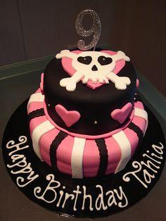 Girly skull cake. Next birthday cake!!