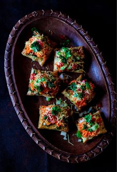 A perfect cocktail snack for those dinner parties. Ingredients include vegetables, mixture, boondi, alu bhujia and scrumptious toppings! Veg Appetizers, Puff Pastry Appetizers, Best Party Appetizers, Indian Appetizers, Appetizer Recipes, Snack Recipes, Puff Pastries, Rice Recipes, Chicken Recipes
