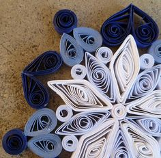 Always Springtime Flowers: Ombre Snowflake (and basic quilling tutorial) Winter Art Projects, Christmas Projects, Holiday Crafts, Christmas Crafts, Christmas Decorations, Xmas, Christmas Ornament, Christmas Ideas, Quilling Tutorial