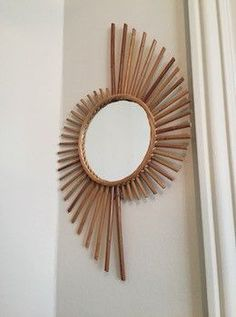 Bamboo Furniture Diy Furniture Plastic Spoons Sunburst Mirror Mirror Art Craft Stick Crafts Round Mirrors Hanging Art Home Crafts Mirror Crafts, Diy Mirror, Mirror Ideas, Diy Wall Decor, Diy Home Decor, Mirror Ornaments, Spiegel Design, Bamboo Crafts, Creation Deco