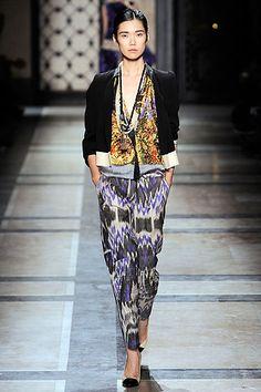 Eu amo a combinação de cores, tecidos e estampas da marca Dries Van Noten. O resultado é sempre lindo… [nggallery id=4]