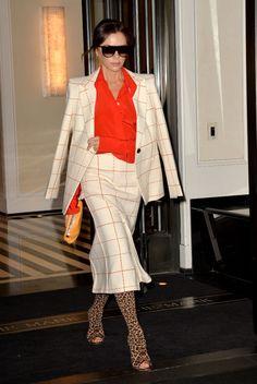 Victoria Beckham in peep-toe leopard-print boots. Victoria Beckham Outfits, Victoria Beckham Style, 2010s Fashion, Suit Fashion, Celebrity Shoes, Celebrity Style, Viktoria Beckham, Business Fashion, Business Style