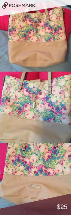 Jessica Simpson Tote with Shoulder Strap included Jessica Simpson Floral Casual Tote with Shoulder Strap included. EUC. Used once. Faux leather Jessica Simpson Bags Totes