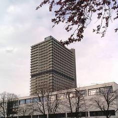 Der lange Eugen früher #Bundestag heute #UN.  #Bonn #bonnstagram #igersbonn #modernism #architecture #architecturelovers by fxneumann