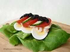 Smørrebrød with egg and tomato