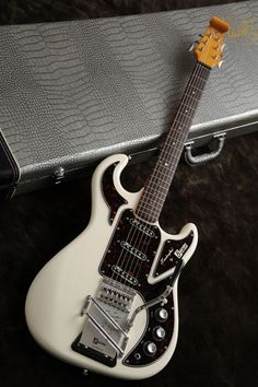 Burns HANK MARVIN SIGNATURE (White)