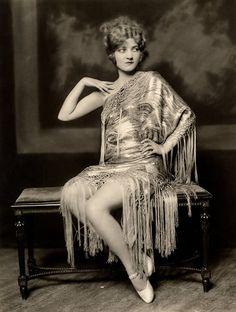Les filles des Ziegfeld Follies dans les années 1920 Ziegfeld Follies Girls 1920 Broadway 06 photo