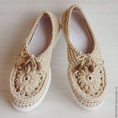 Мокасины вязаные Lady G из кремового льна Цена: 2800 руб. Очень женственная, удобная, нарядная обувь для прогулок по улице.  Основа выполнена крючком из 100% льна. Подошва - современный качественный материал, пластичный, легкий и износостойкий.   Сверху балетки утягиваются по объему вашей ножки.