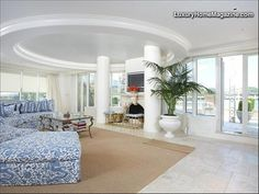 LHM Washington D.C. - Located at Washington Harbour, the City's true only waterfront community, this magnificent 4,200 square foot  penthouse residence enjoys a superlative 180 degree panoramic view of the Potomac River, Kennedy Center and city  sites of our Nation's Capital. This magnificent residence has been renovated with the finest level  …
