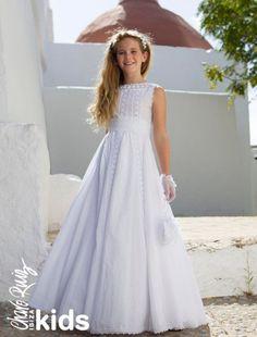 Vestidos de Comunión ibicencos para niñas. Colección Charo Ruiz Ceremonia. Little Girl Summer Dresses, Cute Girl Dresses, Little Dresses, Girl Outfits, Flower Girl Dresses, Holy Communion Dresses, Moda Formal, Maid Dress, Tulle Dress