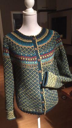 Sweater Knitting Patterns, Knitting Stitches, Cardigan Sweaters For Women, Knit Cardigan, Scandinavian Pattern, Fair Isle Pattern, Fair Isle Knitting, Mantel, Beautiful Outfits